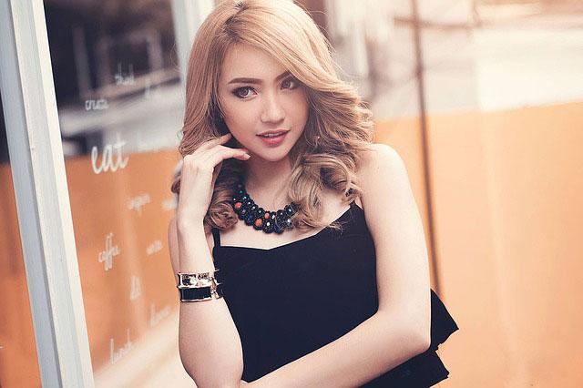 woman-wears-black-dress