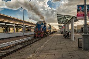 汽車が停まる駅