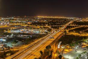 高速道路ジャンクションの夜景