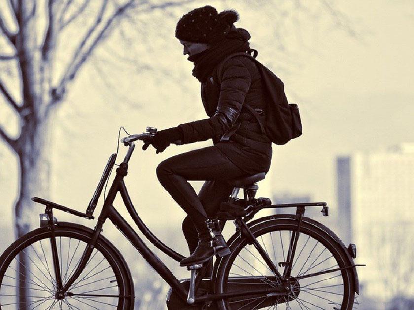 ママチャリ(自転車)に乗る人