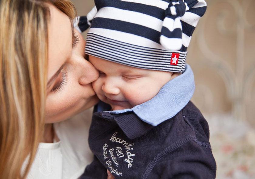 男の赤ちゃんとお母さん