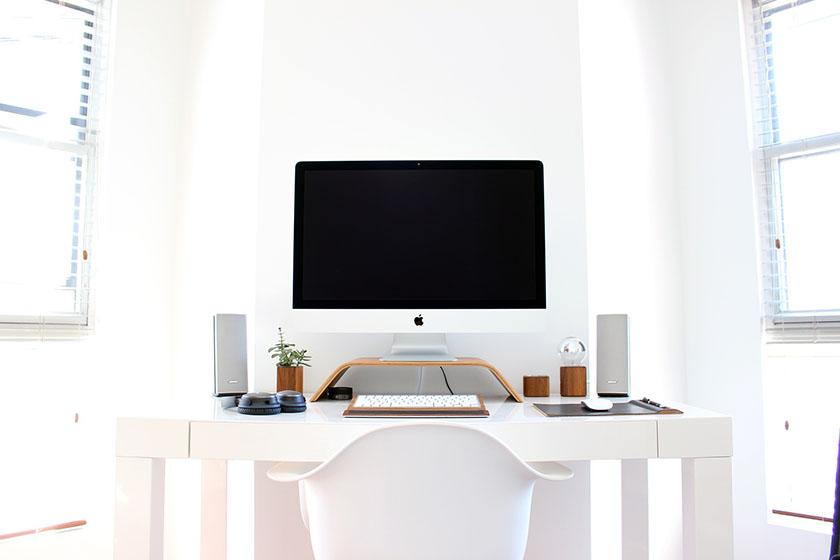 職場のデスクとiMac
