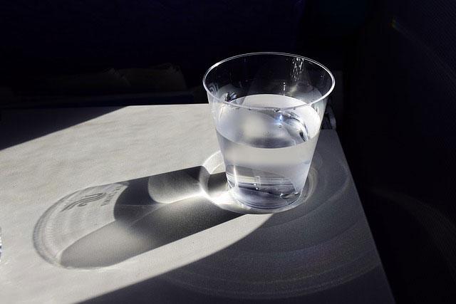 グラス1杯の水