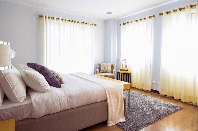 爽やかな朝の寝室