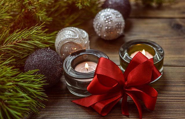 クリスマス飾りとキャンドル