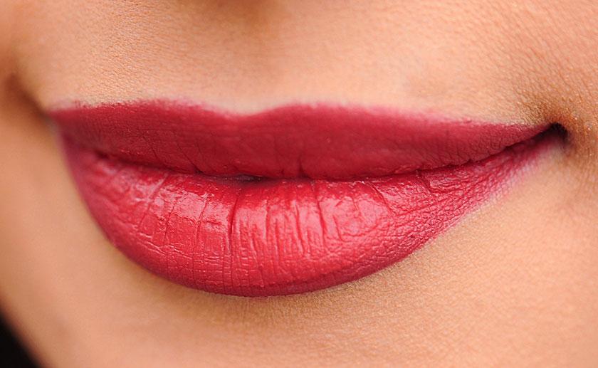 ピンクリップを塗った唇