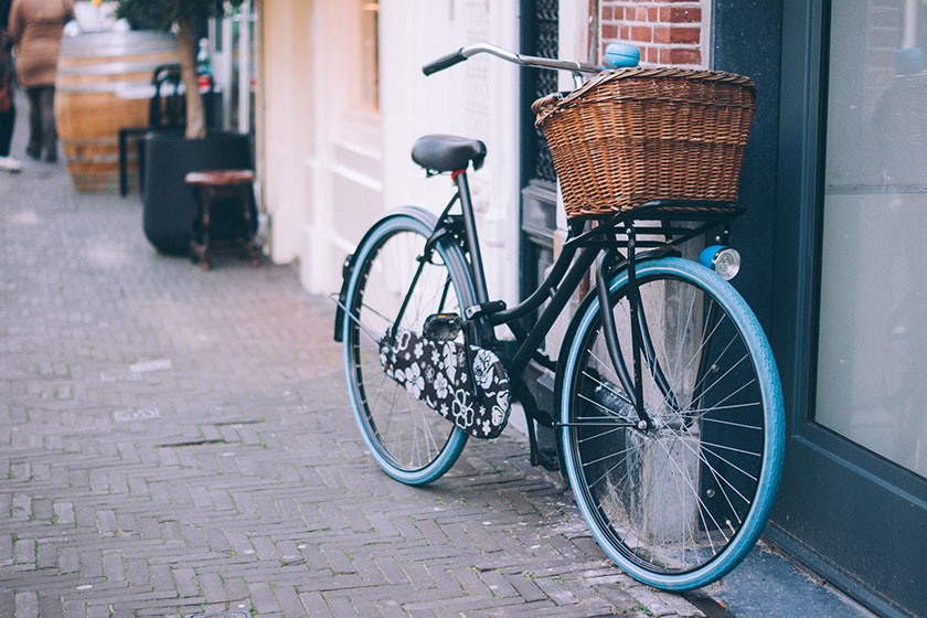 街角に停められた自転車