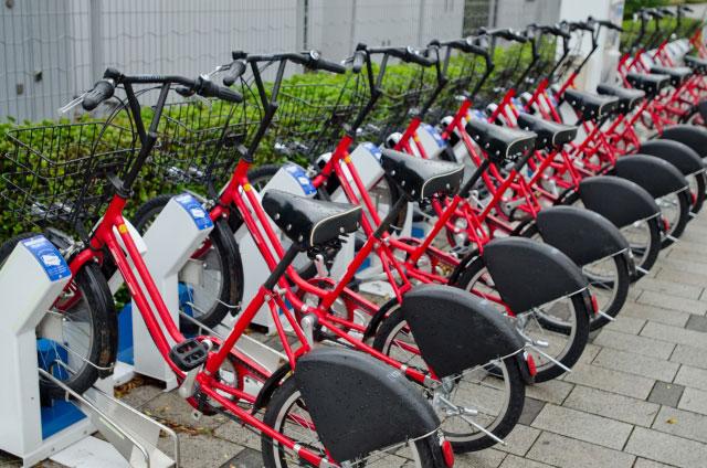 赤いレンタサイクル(ミニベロ)