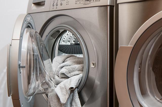 洗濯機からはみ出すタオル